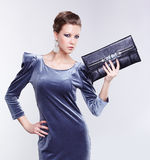 Morena à moda no vestido foto de stock royalty free