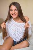 Morena com cabelo saudável longo fotografia de stock