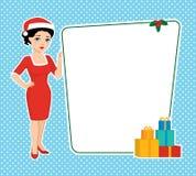 Morena em um chapéu de Santa que guarda a placa vazia Fotos de Stock