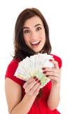 Morena entusiasmado que guarda seu dinheiro Foto de Stock Royalty Free