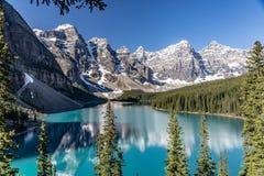 Morena jezioro na wspaniałym lato ranku obraz royalty free