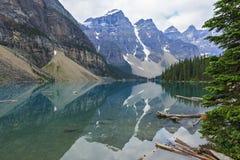 Morena jezioro w Banff parku narodowym, Alberta, Kanada Zdjęcie Stock