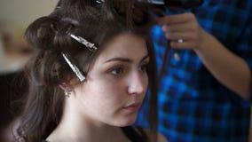 Morena que faz seu cabelo video estoque
