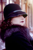 Morena retro no chapéu Imagens de Stock Royalty Free