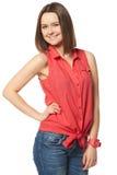 Morenita bonita en tejanos y una camisa roja encendido Imagenes de archivo