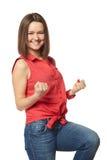 Morenita bonita en tejanos y una camisa roja encendido Foto de archivo