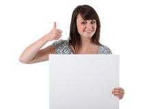 Morenita con el panel blanco Imágenes de archivo libres de regalías