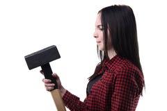 Morenita desconcertada con el martillo grande Fotografía de archivo