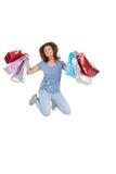 Morenita emocionada que salta mientras que sostiene los panieres Imágenes de archivo libres de regalías