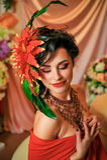 Morenita en rojo con maquillaje creativo imagen de archivo libre de regalías