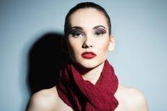 Morenita fina con los labios rojos brillantes Imágenes de archivo libres de regalías