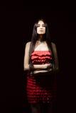 Morenita hermosa con adentro un vestido rojo imágenes de archivo libres de regalías