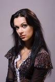 Morenita hermosa con el pelo largo sano Imágenes de archivo libres de regalías