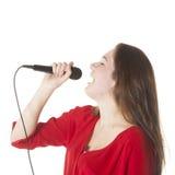 Morenita joven con el micrófono en estudio Foto de archivo libre de regalías