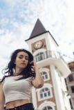 Morenita joven con el pelo rizado Imagen de archivo