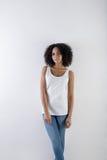 Morenita joven en pantalones del dril de algodón Fotografía de archivo libre de regalías