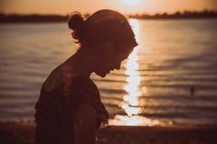 Morenita joven hermosa   Fotografía de archivo libre de regalías