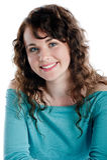 Morenita magnífica que sonríe y que presenta en un estudio Imagen de archivo libre de regalías