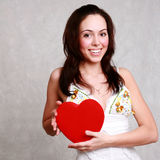 Morenita sonriente caucásica atractiva de la mujer aislada en el st blanco Foto de archivo
