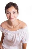 Morenita sonriente con corte de pelo corto Fotos de archivo