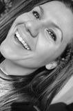Morenita sonriente joven hermosa Foto de archivo