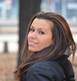 Morenita sonriente joven hermosa Imagen de archivo libre de regalías