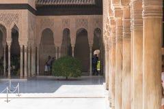 Moresque außenverzierungen von Alhambra Islamic Royal Palace, Granada, Stockbilder