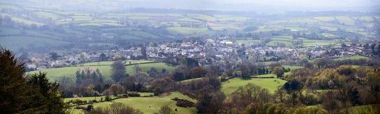Moretonhampstead wioska przeglądać od niedalekiego wzgórza Zdjęcie Stock