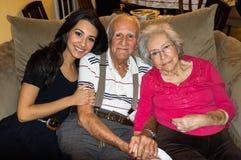 Morföräldrar och sondotter royaltyfri foto