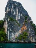 Morfologia carsica del calcare nella baia Tailandia di Phang Nga fotografie stock libere da diritti