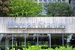 Morgan Stanley logo na fasadzie i biura wierza Fotografia Stock