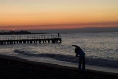 Morgenübungen auf dem Meer Stockfotos