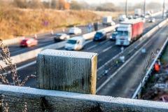 Morgen-Ansicht der gefrorenen BRITISCHEN Autobahn Lizenzfreie Stockfotografie