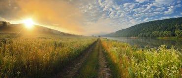 Morgen auf dem Fluss Lizenzfreie Stockfotografie