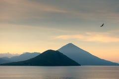 Morgen bei Maitara, Ternate stockfotografie