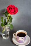 Morgen, coffe, Rosafarbenes und Liebe! Stockbilder
