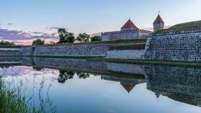 Morgen durch den schützenden Abzugsgraben des Schlosses Lizenzfreies Stockfoto
