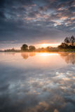 Morgen f.m. Hunte flod Arkivbilder