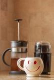Morgen-glücklicher Tasse Kaffee lizenzfreie stockfotos