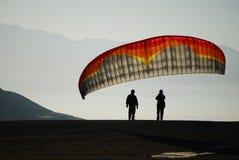 Morgen-Gleitschirmfliegen-Vorbereitung Lizenzfreie Stockfotos