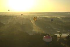 Morgen-Heißluft-Ballon-Start Stockfotos