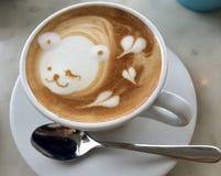 Morgen-Kaffee mit wenigem Bären lizenzfreies stockfoto