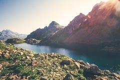 Morgen-Landschaft von schönem See mit szenischer Ansicht Rocky Mountains Summer Travels Lizenzfreie Stockfotografie