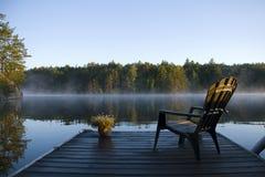 Morgen-Nebel auf dem Schacht Stockbilder