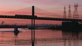 Morgen-Pendler, Vancouver, Fraser River 4K UHD stock video