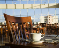 Morgen positive Nochlebensdauer in einem Kaffee Stockbilder