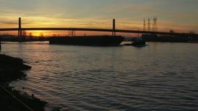Morgen-Schlepper und Lastkahn, Fraser River 4K UHD stock video footage