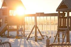 Morgen Sun auf Frosty Playground Lizenzfreie Stockbilder