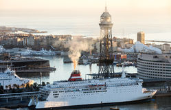 Morgenansicht der Schiffe im Hafen von Barcelona Stockfotografie