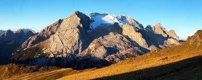 Morgenansicht des Bergs Marmolada Stockbilder